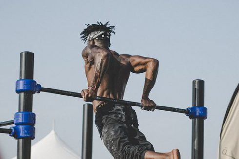 Does working out increase testosterone, man doing pull-ups