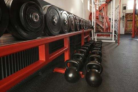 Does working out increase testosterone, weights rack