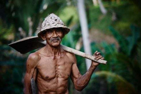 Testosterone boosting foods for men, old man with a shovel