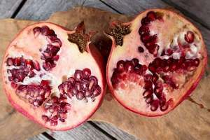 Testosterone boosting foods for men, pomegranate