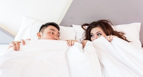Does edging increase testosterone, couple in bed