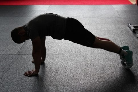 Testosterone boosting exercises without weights, man doing push ups