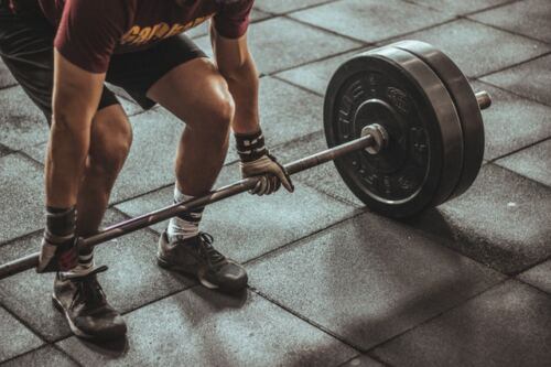 Does Testosterone Make You Taller, man doing deadlifts